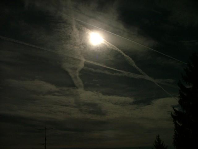 Chemtrail-Flieger sind auch nachtaktiv