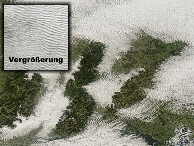Gerippte Wolkenmuster über Baden-Württemberg (rechts unten ist der Bodensee zu erkennen)